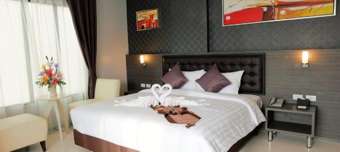 Zasłony czy rolety? Co wybrać do sypialni?